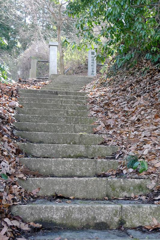 加藤明利公墓所参道1